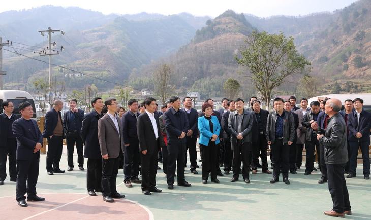 李波带领考察团赴平利县考察学习脱贫攻坚工作